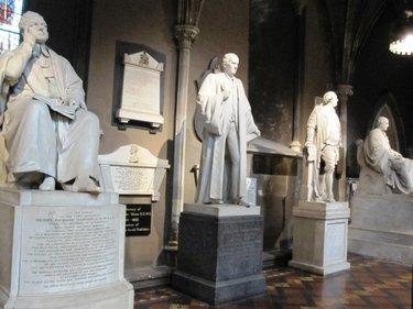 статуя вольтера скульптор гудон