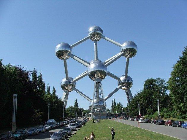 Атомиум – главная достопримечательность Брюсселя и один из самых известных памятников Европы