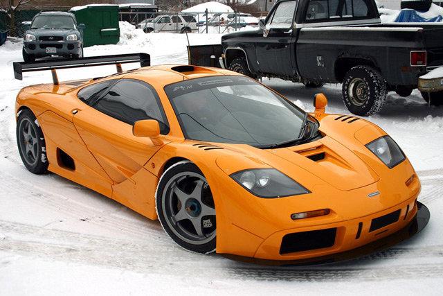 Лучшие спорткары мира нередко стоят более миллиона долларов. Однако встречаются и менее дорогие экземпляры, которые доступны просто обеспеченным людям, а не мультимиллионерам.