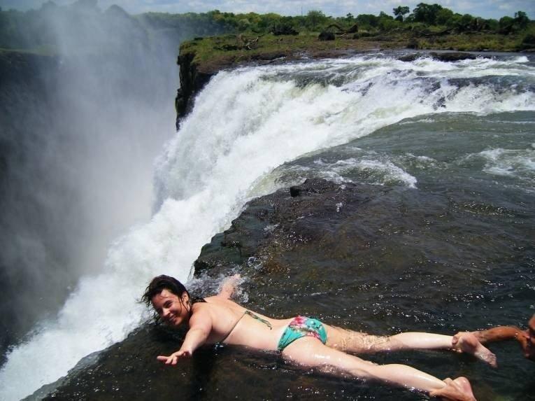 Бассейн дьявола: бассейн на краю водопада Виктория