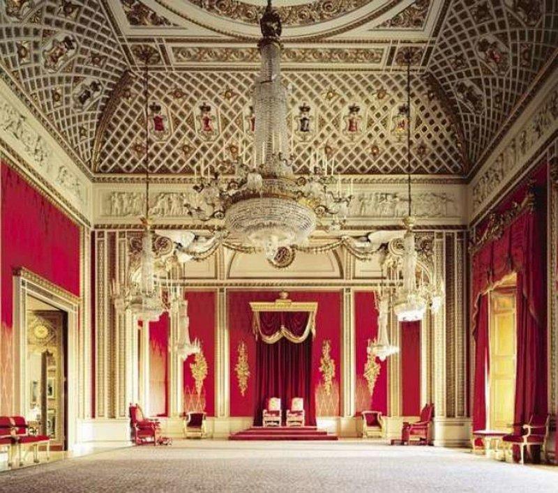 Одна из комнат Букингемского дворца - Тронный зал