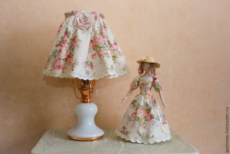 Светильник и кукла