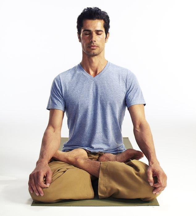 Сокращение и растяжение мышц во время выполнение асан  способствует движению лимфы в организме