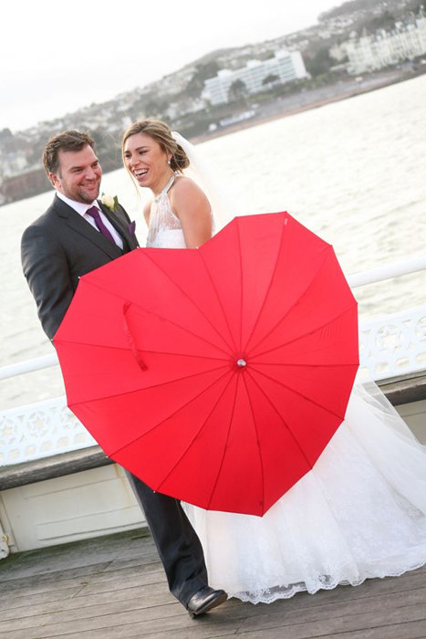 Вами планируется свадьба в красном цвете летом? Создатели WD приготовили для вас много советов, которые помогут подобрать декор, оформление, одежду и др. детали