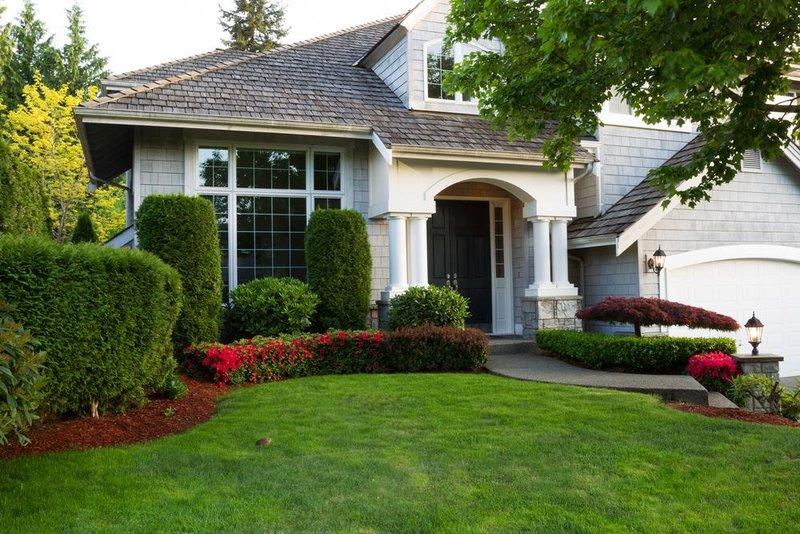 Ландшафтный дизайн за домом фото - Это может быть покосившийся сарай, кустарники, которые уже не плодоносят, прежние тропинки, расположенные в саду.