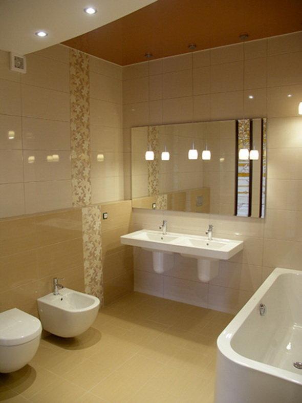 Ванная комната в золотых тонах.