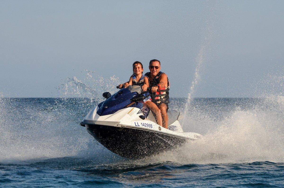 такие катание на водном мотоцикле картинки смех