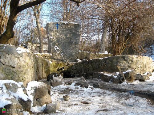 Фотографии источников воды и родников в Запорожье. На фото запечатлен родник, который находится на Вырве, Фотографии урочища Вырва.