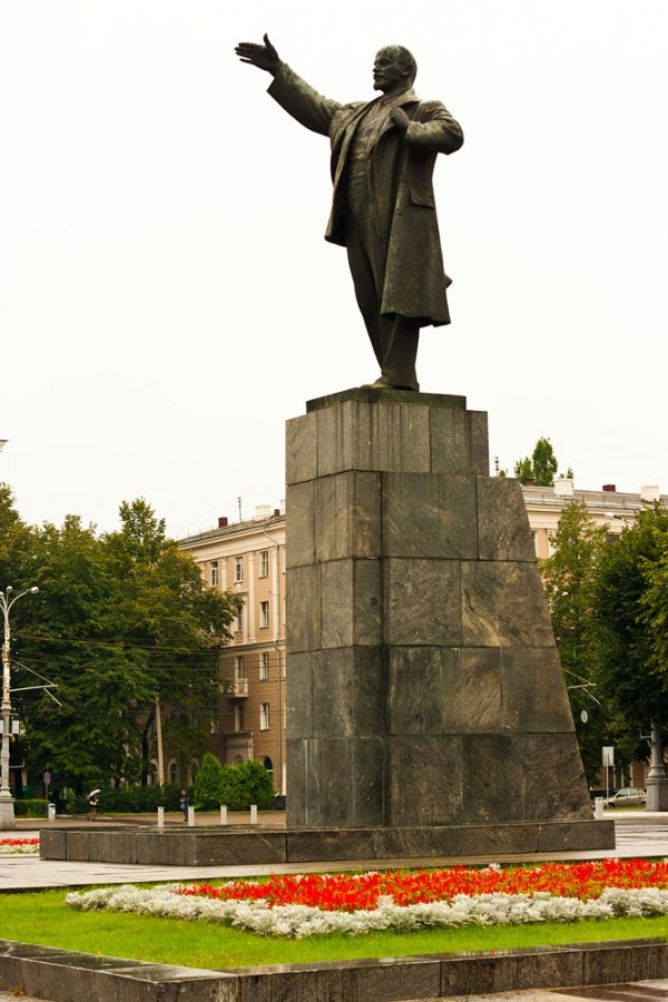 Памятник ленина картинка
