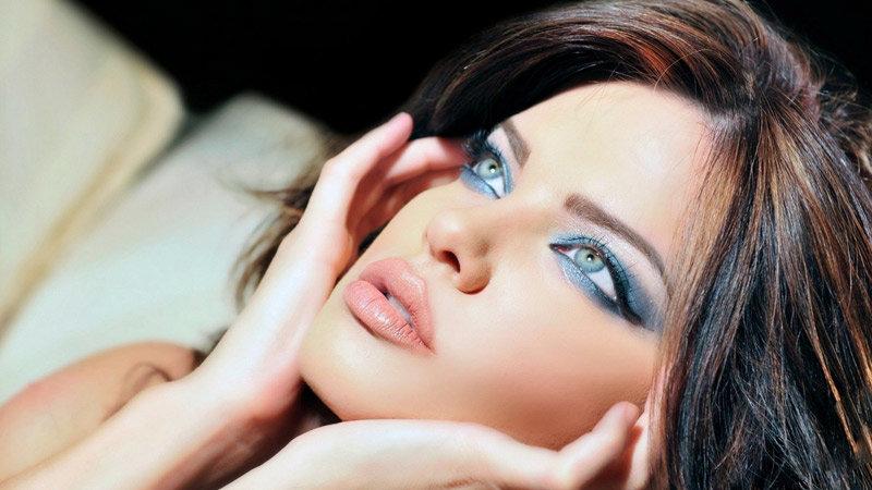 Уроки красивого и модного мейкапа для голубых глаз и правила всех цветотипов волос