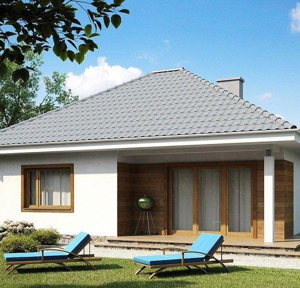 Серая крыша, большые окна при выходе на крыльцо.