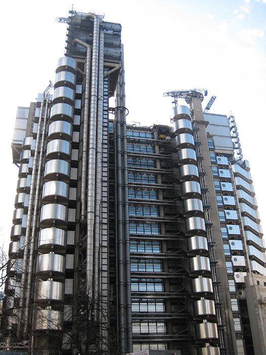 Англия играет важнейшую роль в современном мире, а английская архитектура считается одной из самых современных на планете. Штаб-квартира страховой компании «Ллойдс» в Лондоне