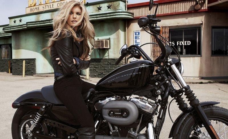 Блондинки на мотоцикле