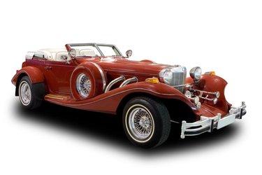 красный автомобиль на белом фоне ретро