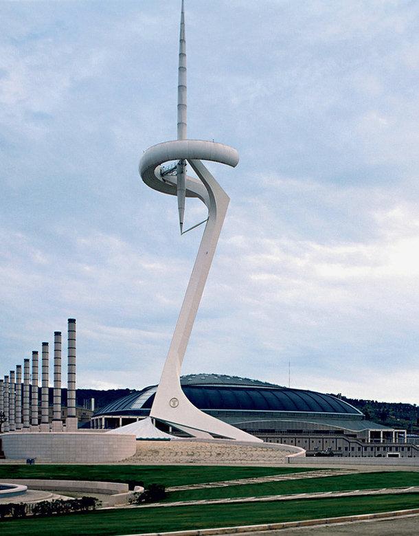 Построенная Калатравой телекоммуникационная башня в Барселоне стала одним из главных символов Олимпиады 1992 года. Во время Игр на ее вершине горел олимпийский огонь.
