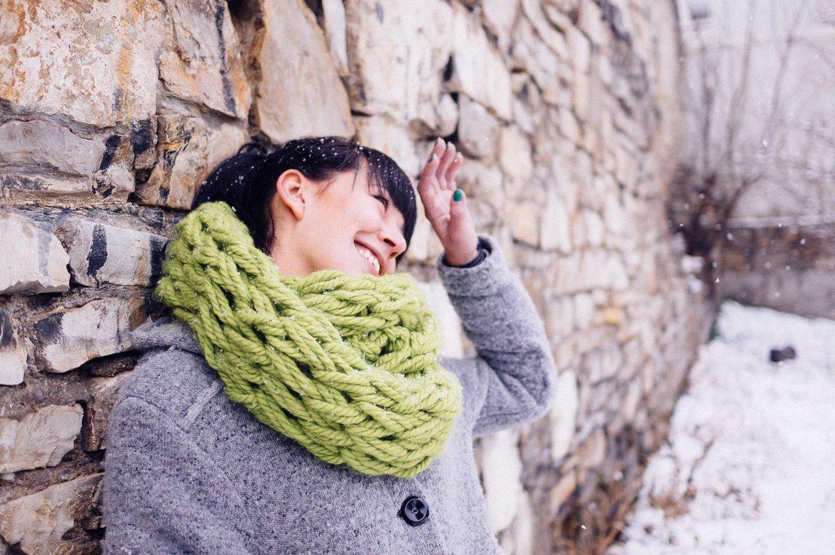 некоторых вязание без спиц на руках фото толпой
