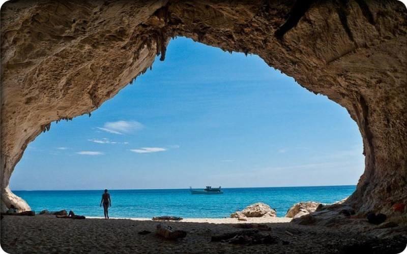 Пляж Кала Луна в Сардинии. Италия.