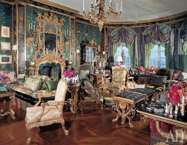 Интерьер любой эпохи во многом определяют именно ткани. Фактура, состав, цвет – по ним мы не только узнаем исторические стили, но и воссоздаем их.
