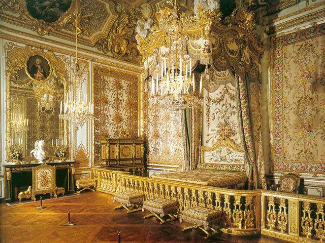 Зарождение стиля барокко. Основные черты стиля. Характеристики спален барокко. Отделка стен, потолка и пола, дверей и окон. Текстиль и свет в спальне. Пример спальни в стиле барокко.