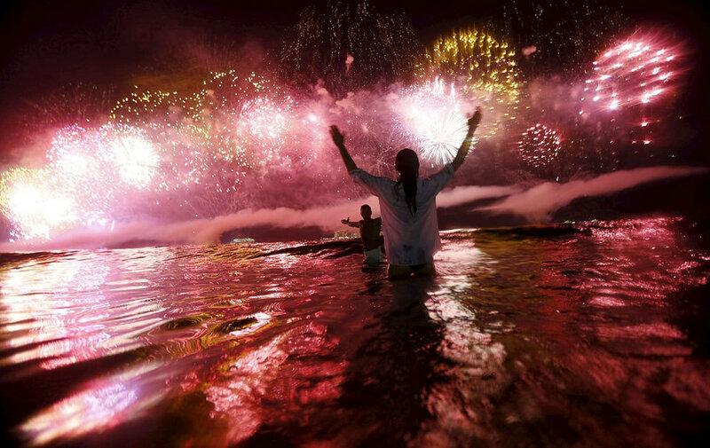 Встреча Нового 2016 года в Бразилии, Рио-де-Жанейро, пляж Копакабана.