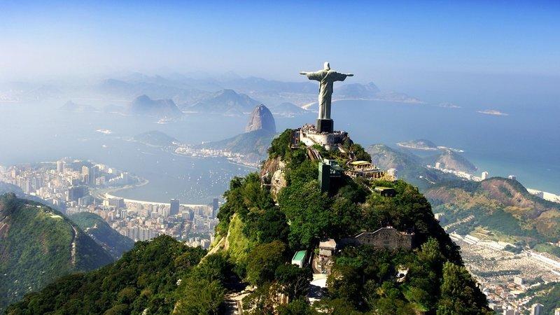 Статуя Христа Спасителя в городе Рио-де-Жанейро.