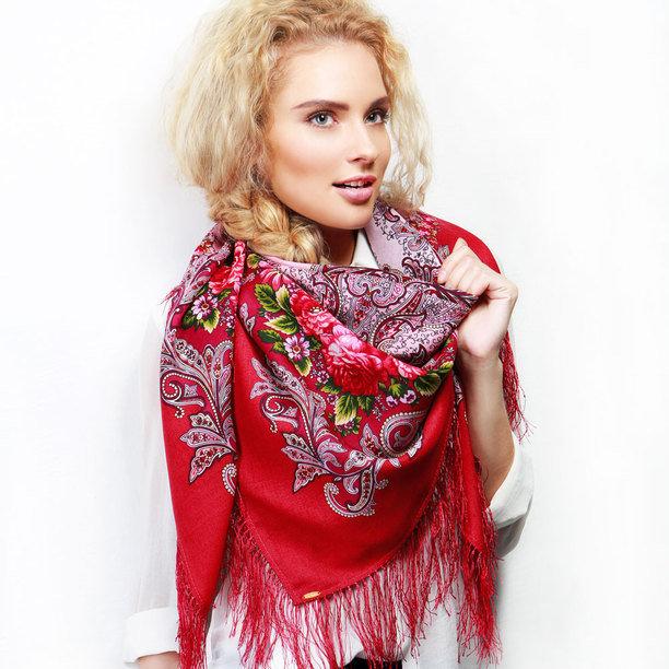 Яркий красный Павлопосадский платок