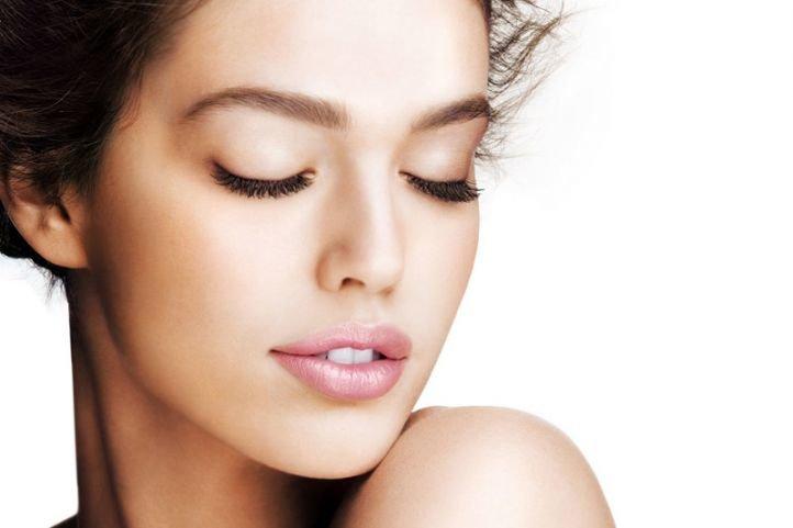 Естественный макияж - макияж на 1 сентября для брюнеток