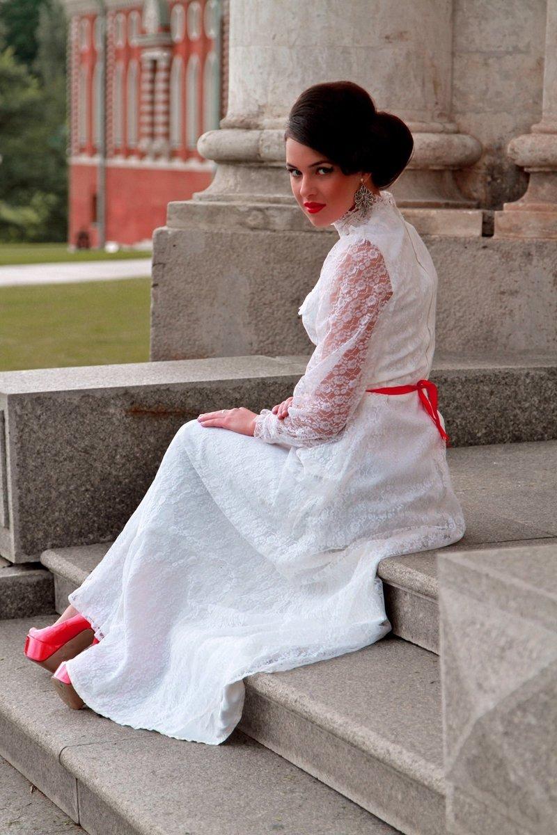 Красно-белая свадьба – это нежность белого и страсть красного. Свадьба в красно-белом цвете будет стильной и символичной. Это вариант для решительных людей, которых привлекают яркие эмоции и насыщенная жизнь.