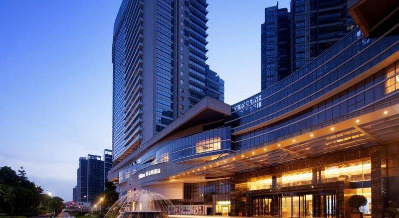 Автоматизация внутреннего и внешнего освещения в отеле Foshan Hilton оборудованием HDl.