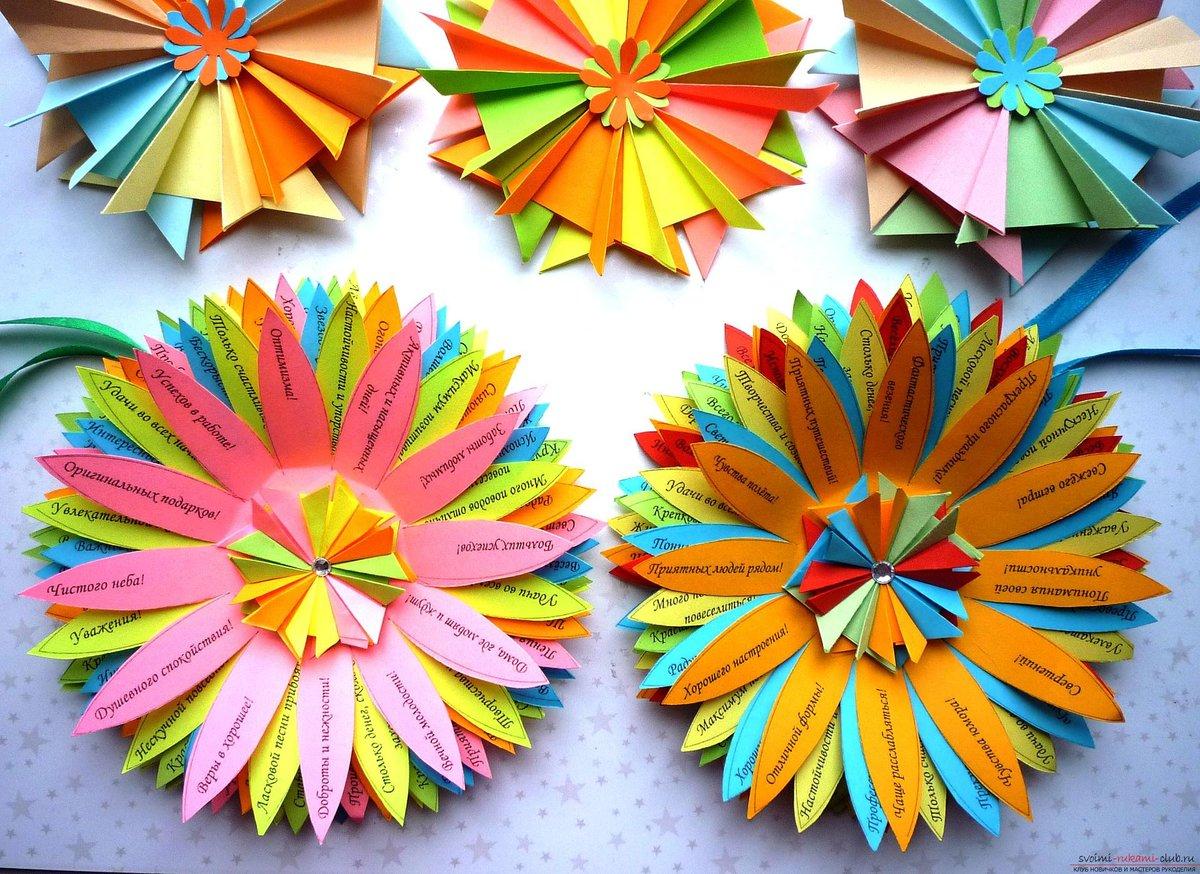 Как делать из цветной бумаги цветы на открытку, для одноклассников добрым