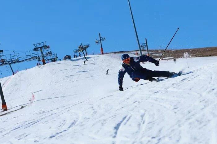 Сноутур на Домбай: кэмп и обучение катанию в горах сноубордистов и горнолыжников