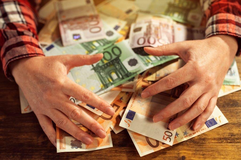 к чему снится выигрыш денег в казино