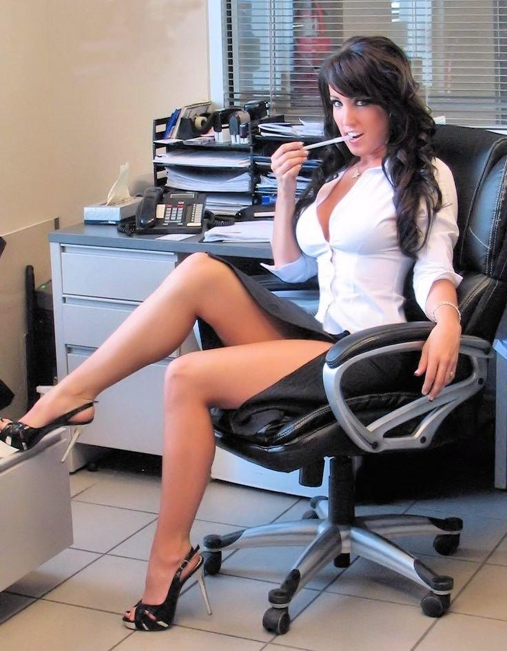 Красотка соблазнила шефа