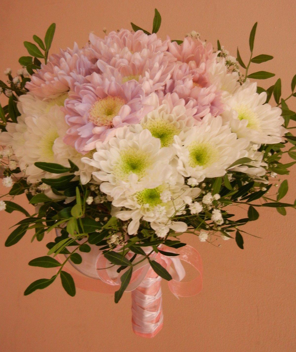 Настоящих, хризантемы в букете невесты