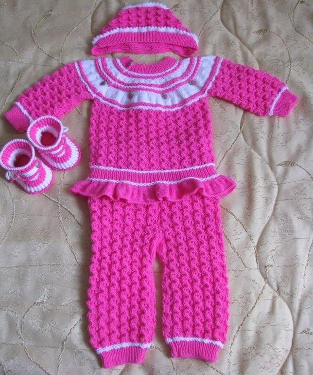 Не забывайте, что на воротнике костюмчиков для новорожденных петли надо выполнять свободно.