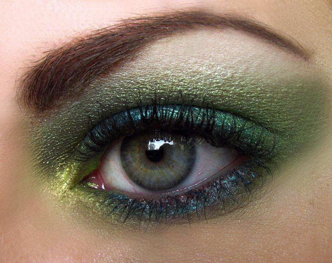 для фото красивого глаза зеленого цвета такими сюжетными ходами