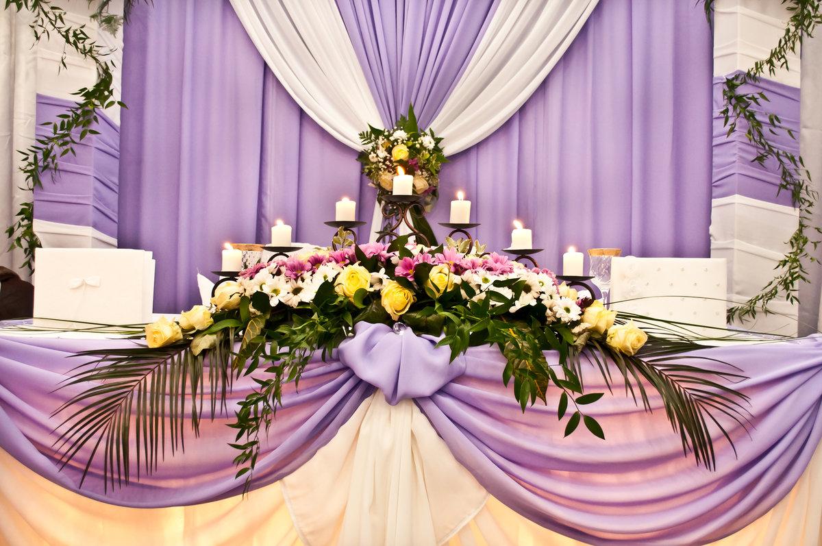 обратиться профессионалу, украшение свадебного стола жениха и невесты фото проводятся разные