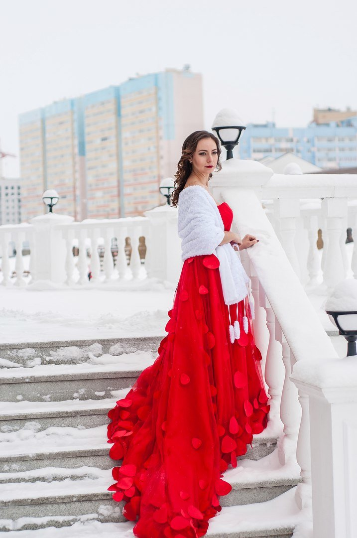 уличная фотосессия в платье зимой угледобывающее