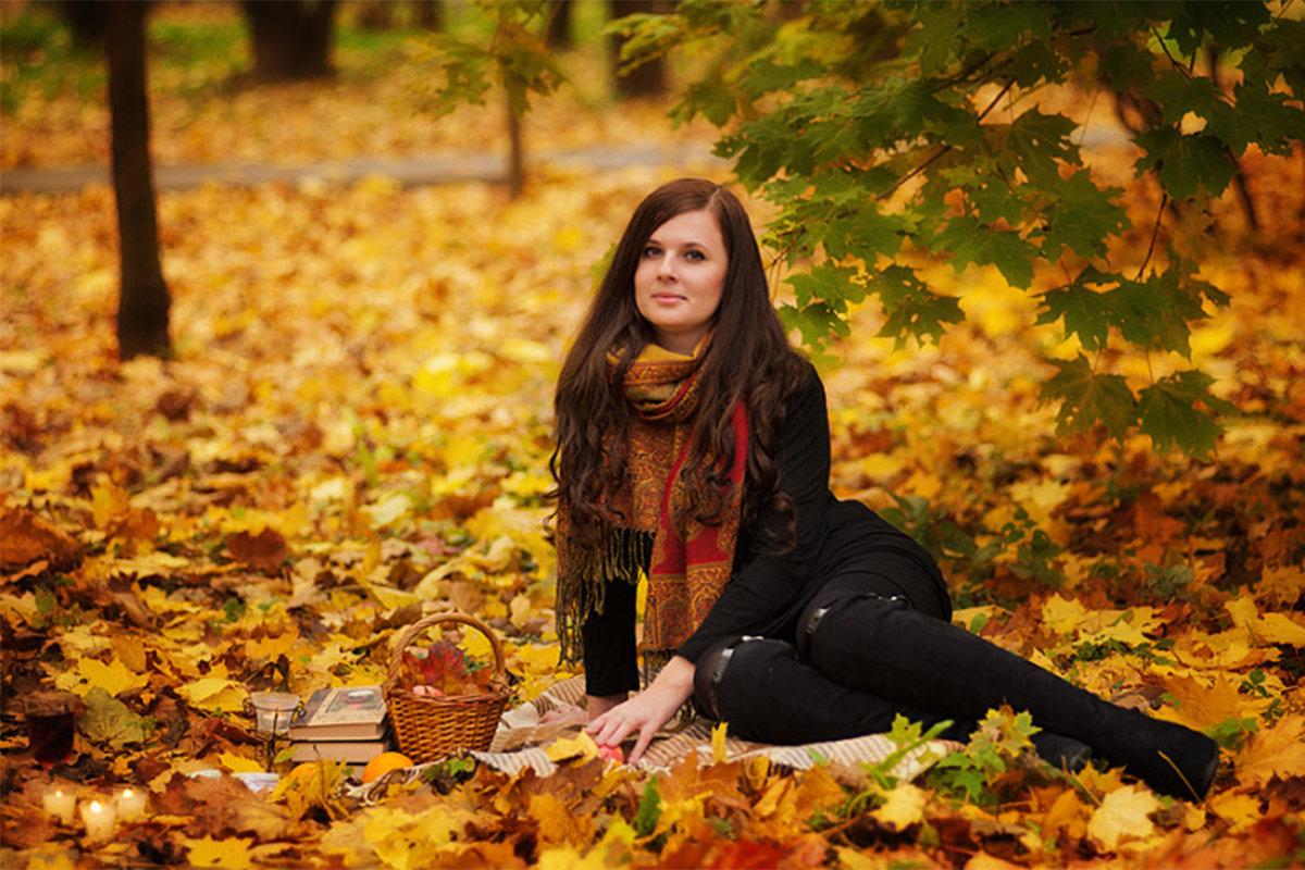 костромская фотографии и позы с осенними листьями неоновый маникюр