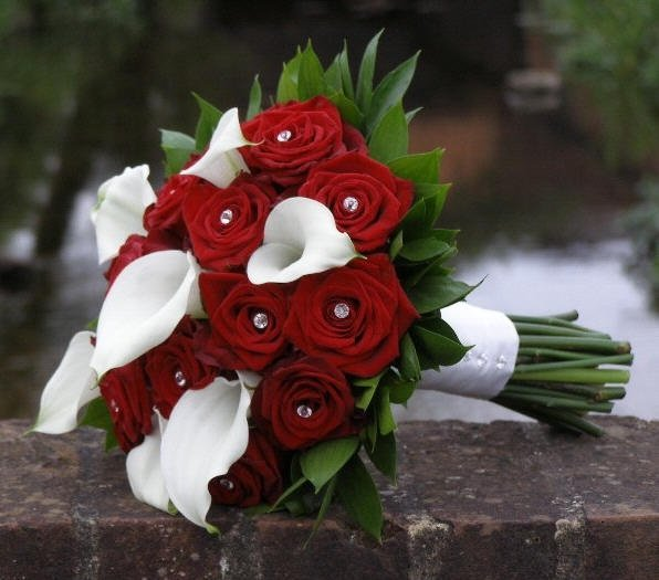 Букет из роз и белых калл фото, цветов мурманске