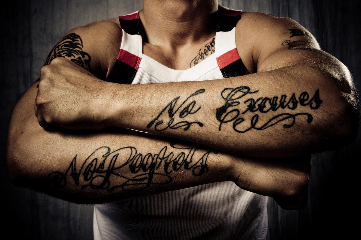 Девушками средний, татуировки надписи на руках для мужчин с переводом фото эскизы картинки