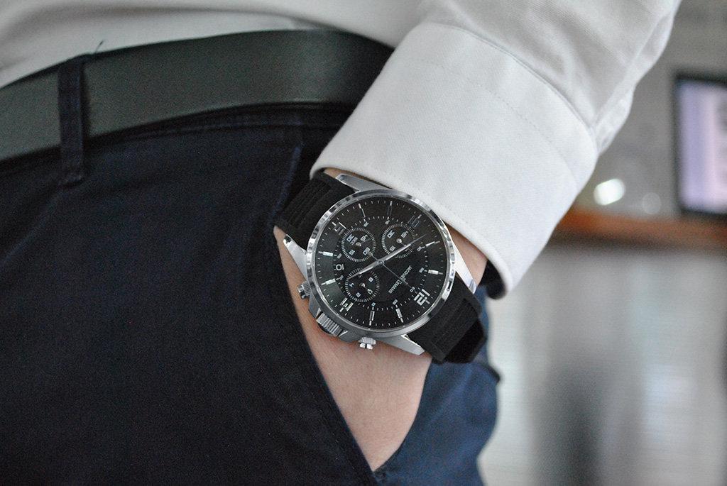 Мужские часы на руке фото