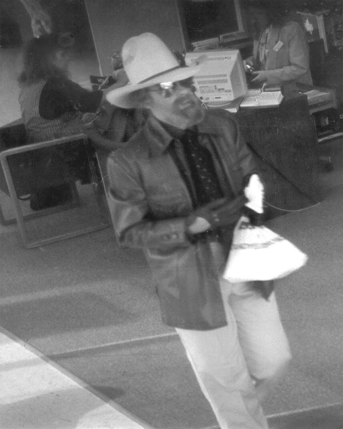 «Ковбой Боб» во время ограбления банка