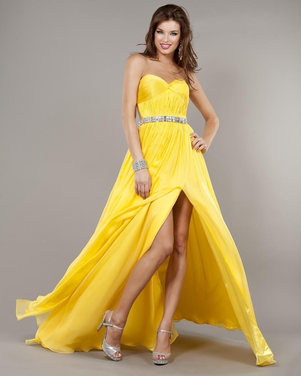 очень красивая девушка в желтом платье - 11