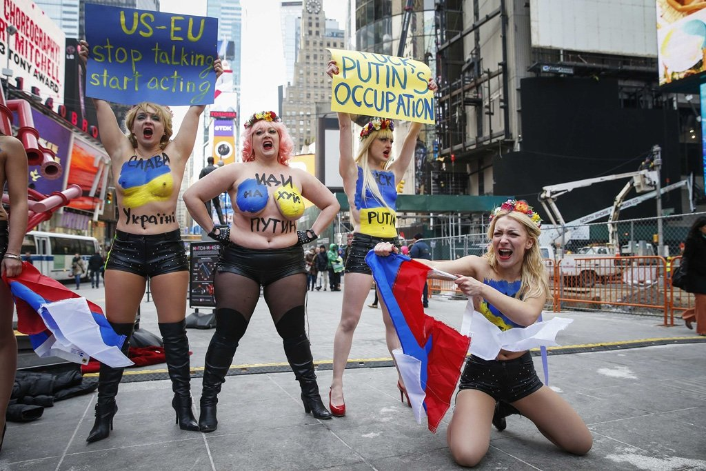 На украине жопа, кончали прямо в нее