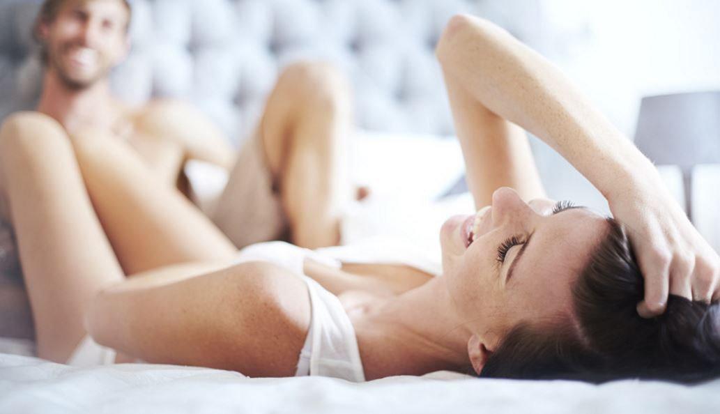 привела секс в постели как ублажить мужа сидя полу