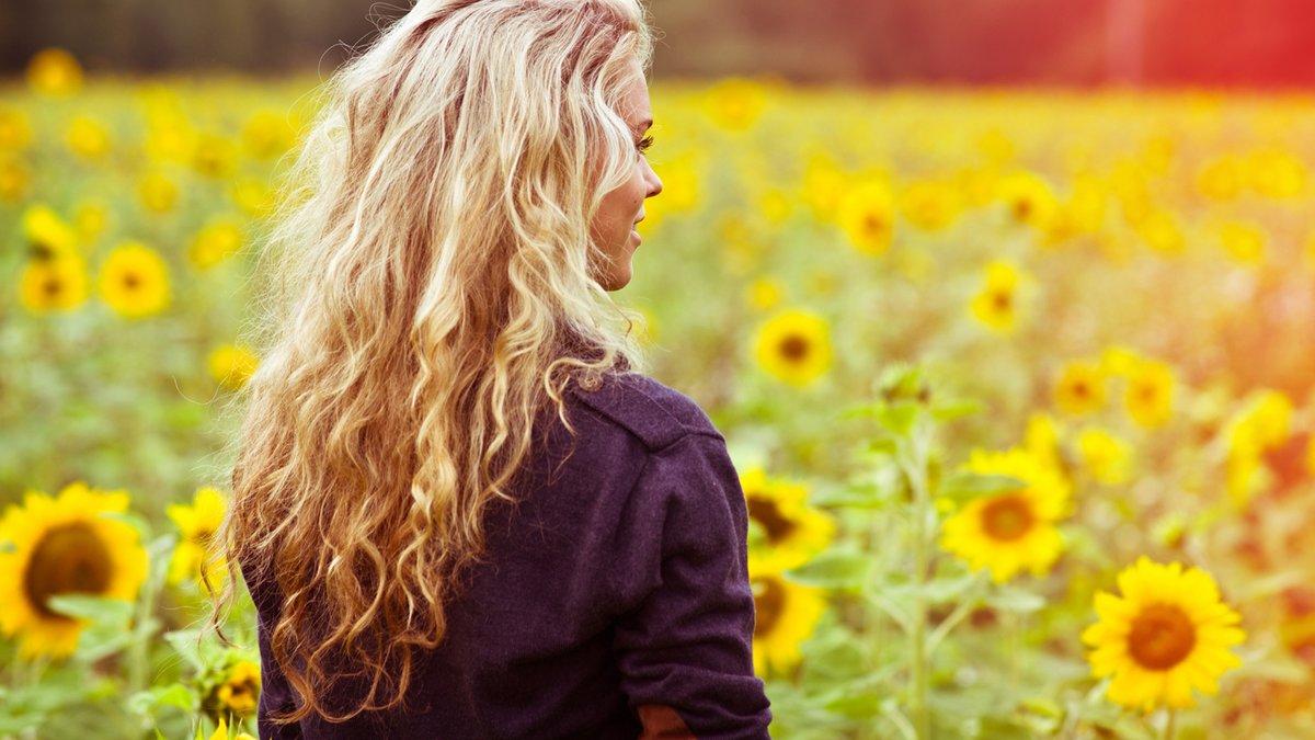 Красивые картинки девушек со спины блондинок 9