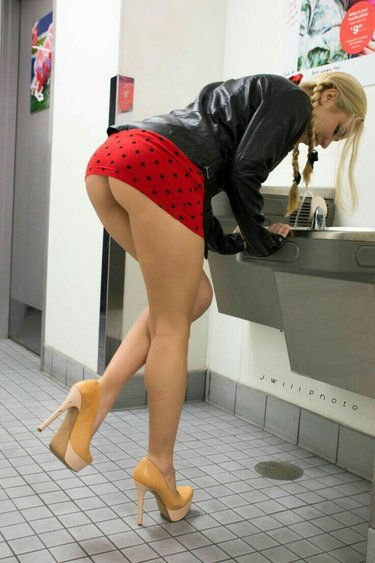 Dolly Taetowierte Bikini Voyeursex