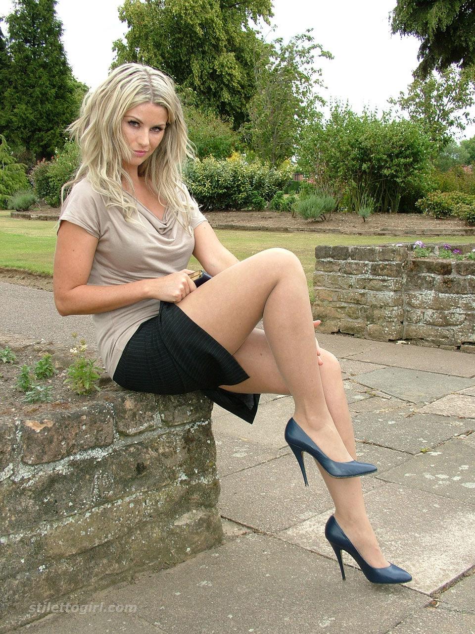 blonde-legs-heels-gallery-free