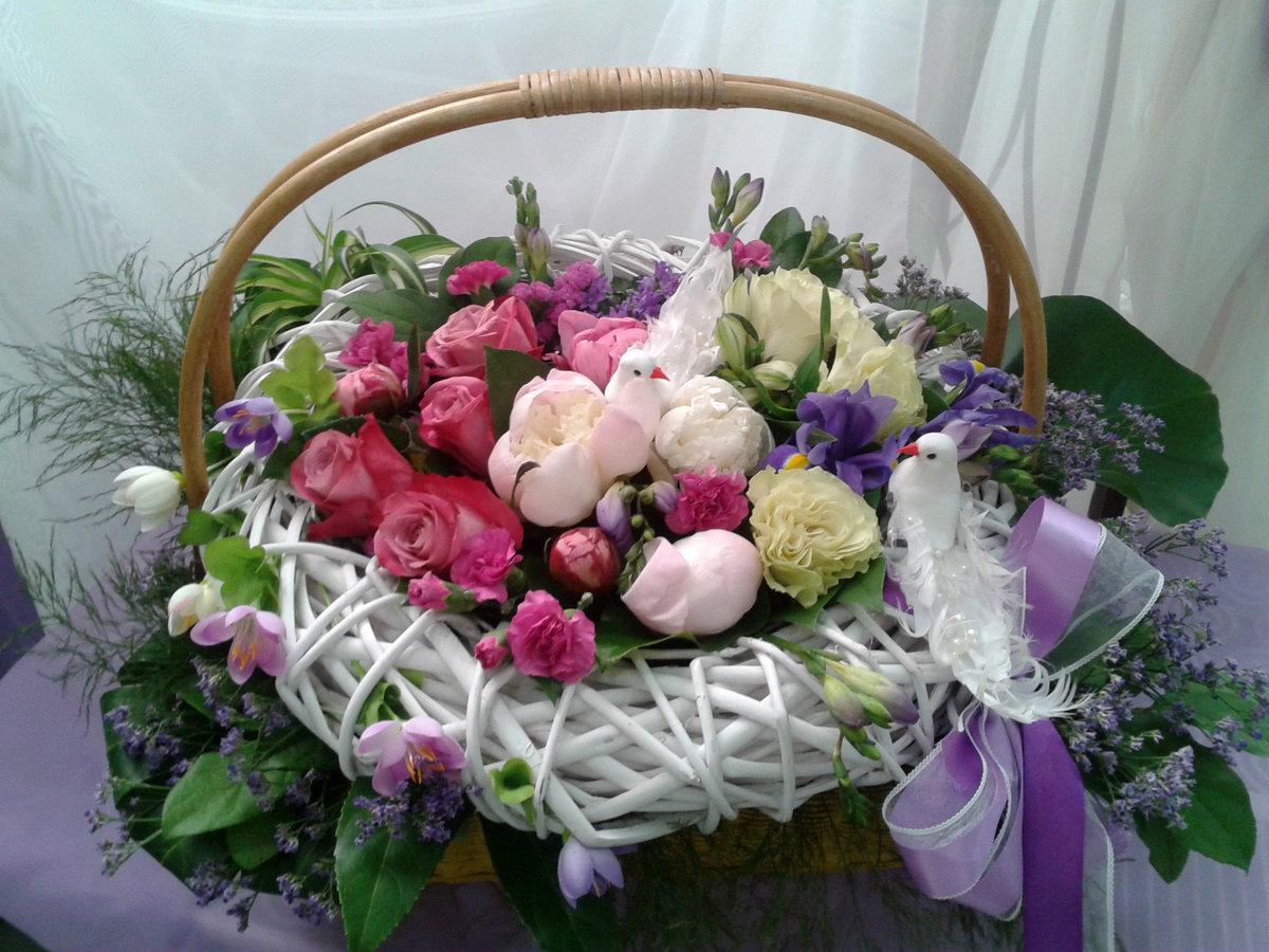 Цветы в корзине в подарок на свадьбу очень красиво, оленьи рога цена